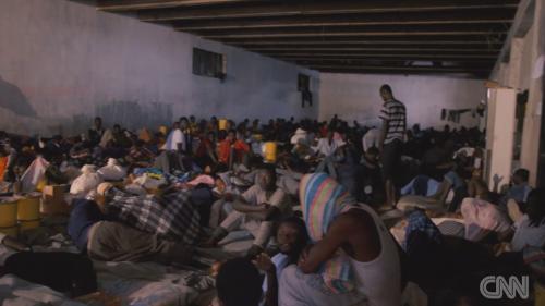 """VIDEO. """"Douze Nigérians ont été vendus sous nos yeux"""" : quand CNN filme une vente aux enchères d'êtres humains en Libye"""