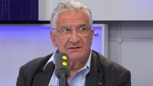 """Tout est politique. """"L'Europe est criminogène"""" vis-à-vis des migrants, déplore Xavier Emmanuelli"""