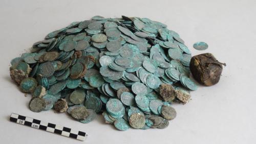 Un trésor rare de pièces médiévales trouvé à l'abbaye de Cluny