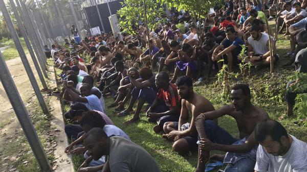 """""""Nous vivons l'enfer"""" : isolés sur l'île de Manus dans le Pacifique, des centaines de réfugiés appellent à l'aide"""