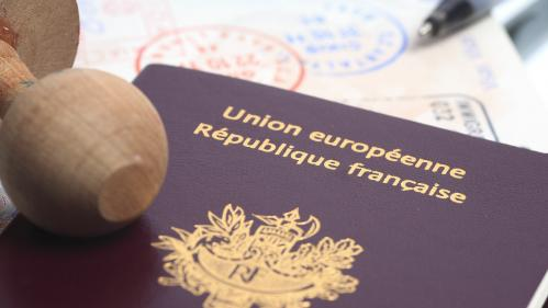 """ENQUETE FRANCEINFO. """"La justice m'a rendue apatride"""" : un imbroglio prive une femme de sa nationalité française"""
