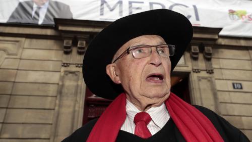 """""""Le procédé manque d'élégance"""" : un ancien ministre exprime sa colère après avoir été obligé de payer son billet de train"""
