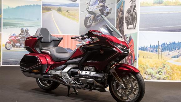l auto et la moto les nouveaut s 2018 en mati re de deux et trois roues au salon de milan. Black Bedroom Furniture Sets. Home Design Ideas