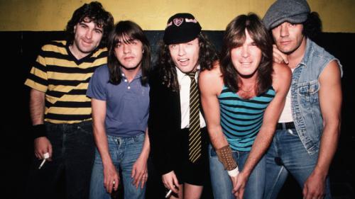 Le groupe AC/DC résumé en 8 chansons et vidéos impérissables