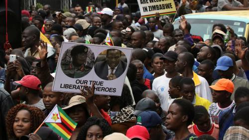 """Manifestation monstre au Zimbabwe pour demander le départ de Mugabe : """"Je pense que là il comprend le message !"""""""