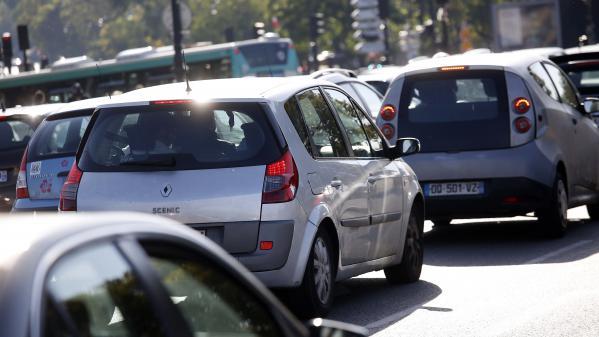 """Plan Climat présenté au Conseil de Paris : """"C'est la fin des véhicules individuels polluants"""""""