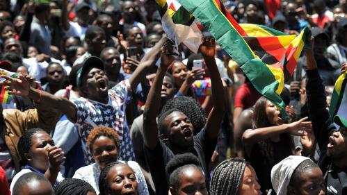 DIRECT. Zimbabwe : le Parlement examine une demande de destitution de Robert Mugabe
