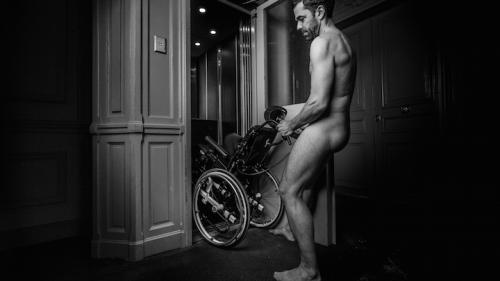 Des pères posent nus afin de récolter des fonds pour lutter contre une maladie génétique rare