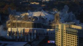 VIDEO. Etats-Unis : un bus gâche les images de l'implosion d'un stade