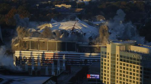 VIDEO. Etats-Unis : un bus gâche les images de l'implosion d'un stade