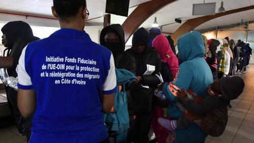 """Esclavage en Libye : après avoir dénoncé un """"crime contre l'humanité"""", que peut faire la communauté internationale ?"""