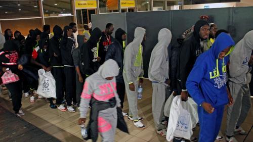 """RECIT. """"Ils jugent ton prix comme une marchandise"""" : les migrants esclaves racontent l'enfer libyen"""
