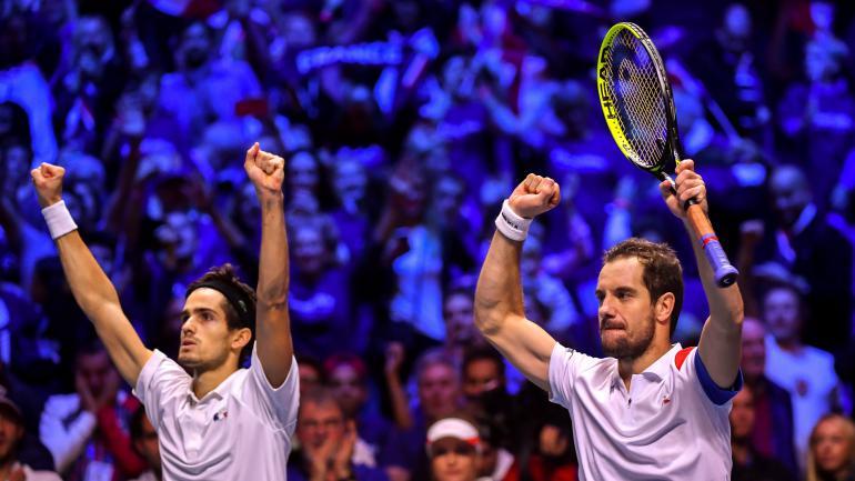 Richard Guasquet et Pierre-Hugues Herbert, lors de la finale de la Coupe Davis, à Lille, le 25 novembre 2017.