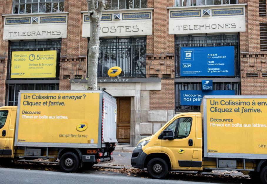 Deux Syndicats Portent Plainte Contre La Poste Pour Sous Traitance