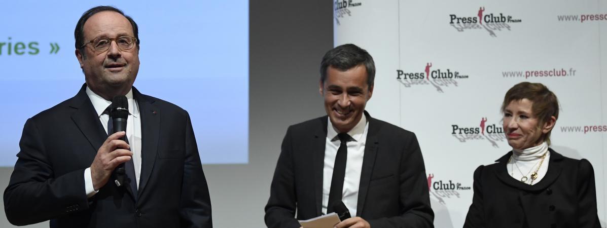 François Hollande remporte le Grand prix de l'humour politique, et vient chercher son trophée