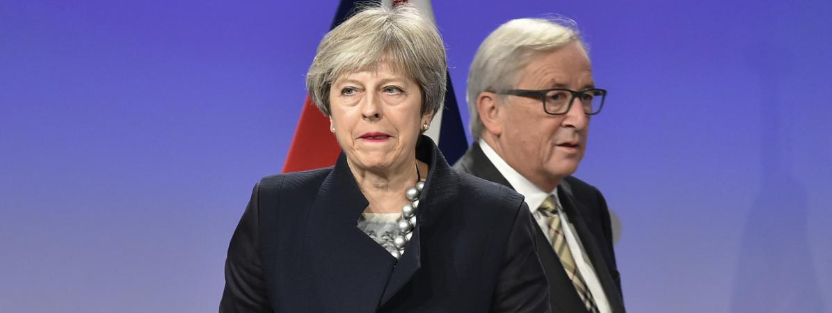 La Première ministre britannique, Theresa May, etle président de la Commission européenne, Jean-Claude Juncker, le 4 décembre 2017, à Bruxelles (Belgique), lors d\'une rencontre de négociation sur le Brexit.