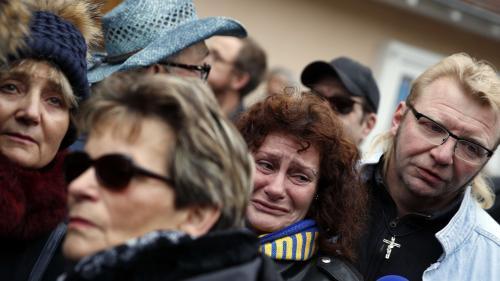 """""""C'est l'anéantissement complet"""" : les fans de Johnny effondrés après l'annonce de la mort du chanteur"""
