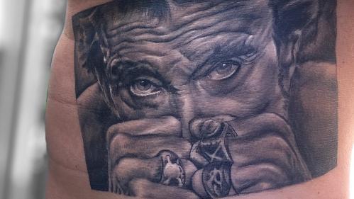"""EN IMAGES. """"Un tatouage, c'est à la vie, à la mort"""" : ces fans ont Johnny dans la peau"""