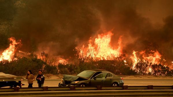 nouvel ordre mondial | VIDEOS. Californie : plusieurs incendies menacent Los Angeles et font frémir les automobilistes