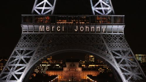 "DIRECT. Le message ""Merci Johnny"" projeté sur la tour Eiffel"