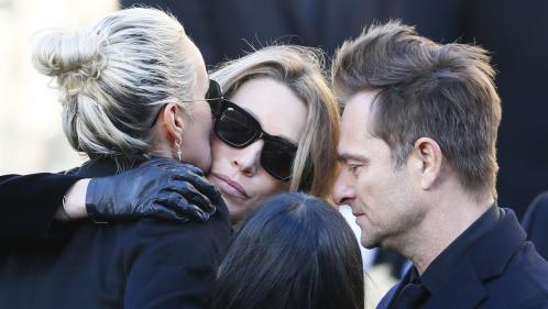 VIDEO. Hommage à Johnny : l'émotion bouleversante de ses enfants et de Laeticia au pied de l'église de la Madeleine