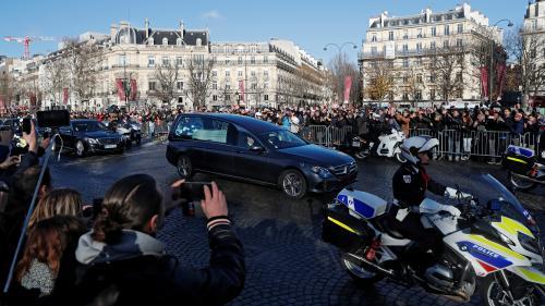 DIRECT. Hommage à Johnny : une immense marée humaine accueille le cortège funéraire au pied des Champs-Elysées