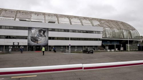 Amiens : un projecteur se décroche au stade de la Licorne, obligeant à évacuer une tribune, deux mois après l'effondrement d'une barrière