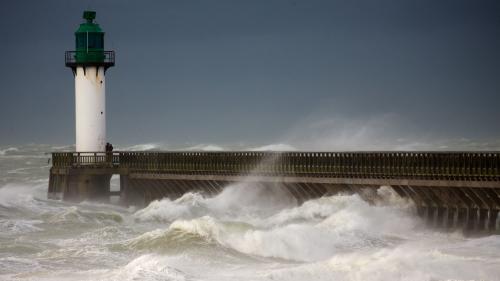 DIRECT. Pannes de courant, vols annulés, embouteillages... Le mauvais temps provoque d'importantes perturbations