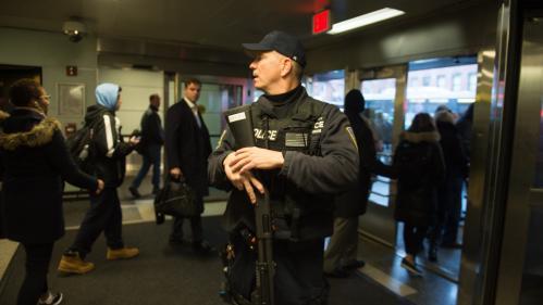 """DIRECT. New York : une explosion """"d'origine inconnue"""" à Manhattan, un homme en garde à vue"""