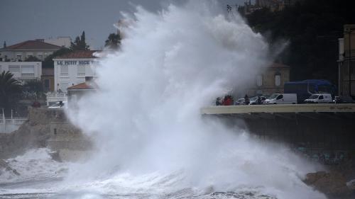 EN IMAGES. Des dégâts, de la neige et des vagues : la tempête Ana vue par les internautes