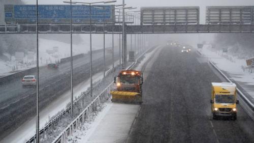 VIDEO. De fortes chutes de neige et des vents violents font grelotter l'Europe