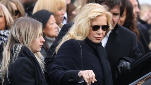"""Enterrement de Johnny Hallyday à Saint-Barthélemy : Sylvie Vartan """"triste"""" que le chanteur soit """"si loin"""""""