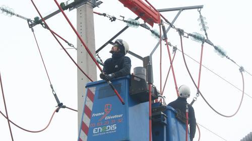 DIRECT. Tempête Ana : 120 000 foyers sont privés d'électricité dans l'ouest de la France