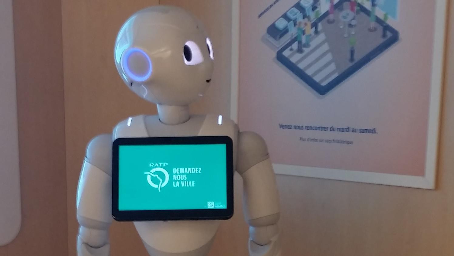 Pepper, un robot humanoïde expérimenté pour informer les voyageurs de la RATP, une première en France