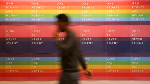 """INFO FRANCEINFO. 89% des personnes LGBT se disent """"intégrées"""" au travail, mais 30% constatent des discriminations"""