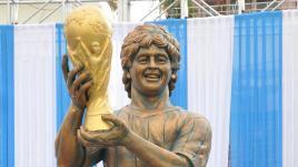 VIDEO. Après Ronaldo, Maradona inaugure une statue (ratée) à son effigie
