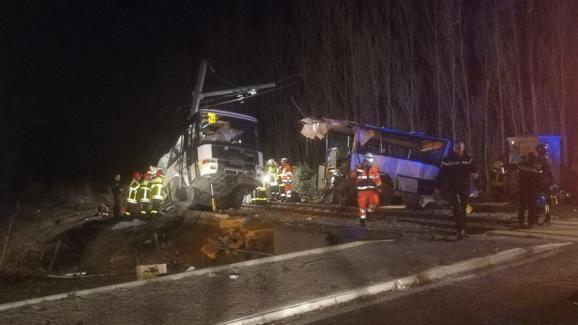 Un bus et unTER sont entrés en collision à Millas, dans les Pyrénées-Orientales, le 14 décembre 2017.