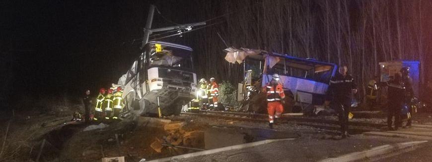 Un bus et un TER sont entrés en collision à Millas, dans les Pyrénées-Orientales, le 14 décembre 2017.