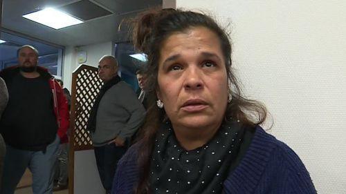 """VIDEO. Accident de bus à Millas : la barrière est """"restée ouverte"""", raconte la grand-mère d'une victime"""