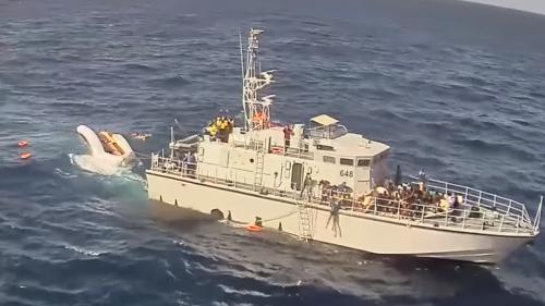 """VIDEO. """"Sauvés"""" puis maltraités, ces migrants ont vécu un cauchemar"""