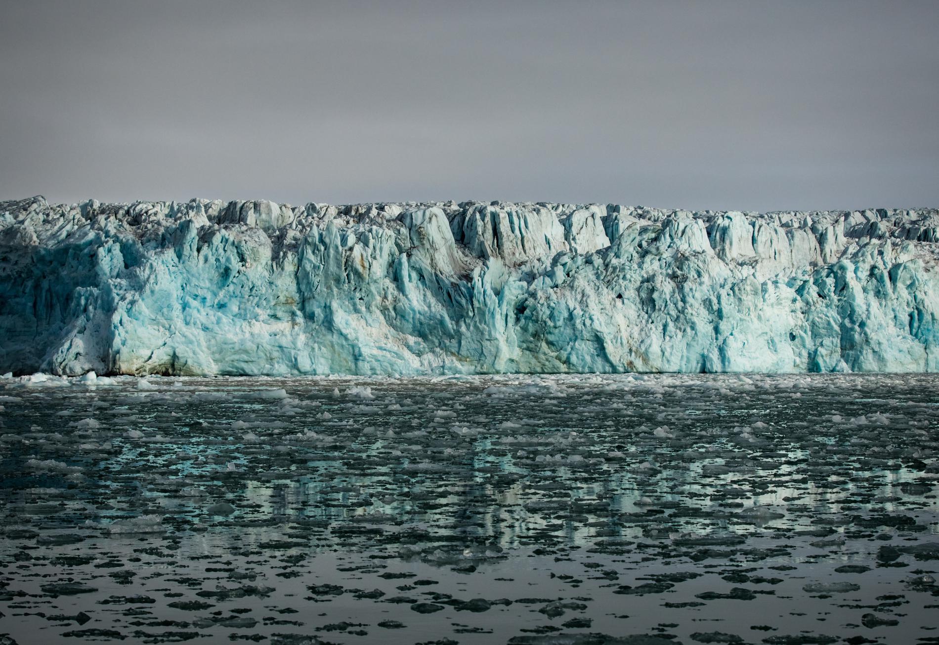 Le glacier de Lilliehook, sur l\'île de Spitzberg, dans l\'archipel de Svalbard (Norvège), en 2017.