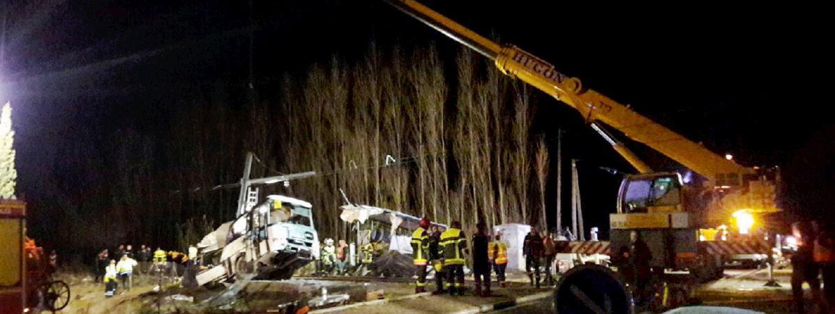 Un TER a percuté un car scolaire à un passage à niveau à Millas (Pyrénées-Orientales), jeudi 14 décembre 2017.