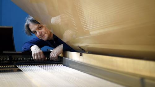 """Invention du piano à 102 touches : """"Cela va encourager les compositeurs à continuer de composer pour le piano"""""""