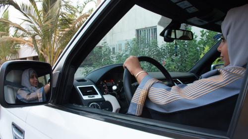Arabie saoudite : les femmes pourront bientôt conduire des motos et des camions