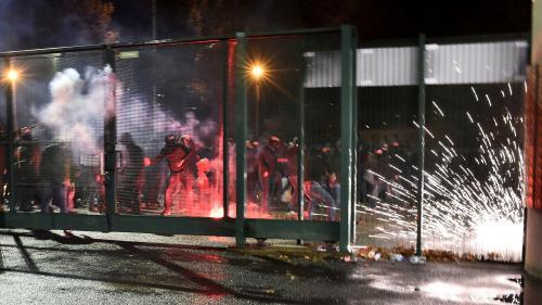 """Foot : des supporters stéphanois affrontent les forces de l'ordre après la défaite des """"Verts"""" contre Monaco"""