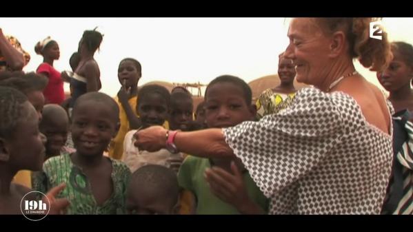 """VIDEO. """"19h le dimanche"""". Où est l'humanitaire Sophie Pétronin, enlevée par des jihadistes au Mali en 2016 ?"""