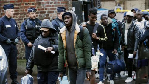 """Immigration : """"Une grande loi est en préparation"""""""