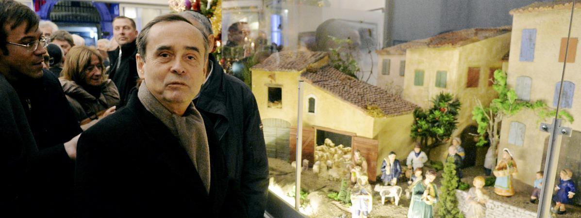 Robert Ménard à l\'inauguration de sa crèche de Noël le 4 décembre 2017 à Béziers (Hérault).
