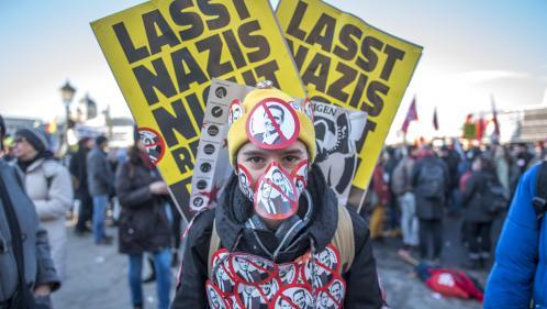 """Autriche : """"Tout ça est maintenant fichu"""" s'inquiètent les manifestants qui voient entrer l'extrême droite du FPÖ au gouvernement"""