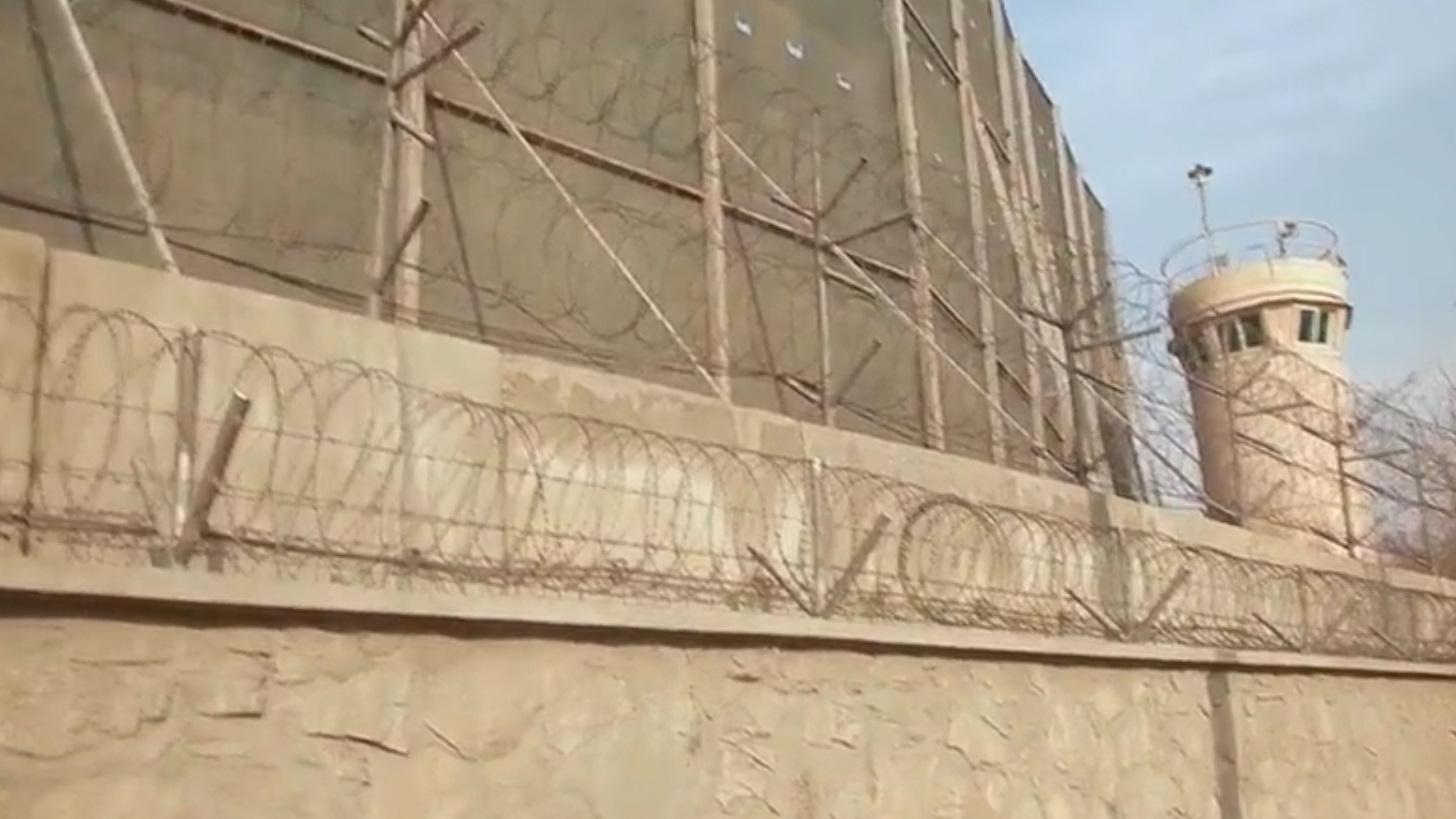 video barbel s barri res murs en b ton arm comment kaboul tente de se prot ger des. Black Bedroom Furniture Sets. Home Design Ideas
